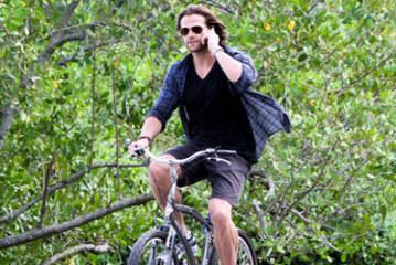 Supernatural's Jared Padalecki bikes in Rio de Janeiro – HQ Pics