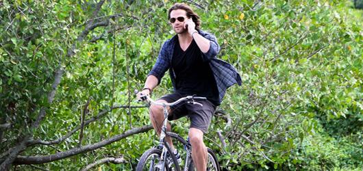 Supernatural's Jared Padalecki bikes in Rio de Janeiro - HQ Pics